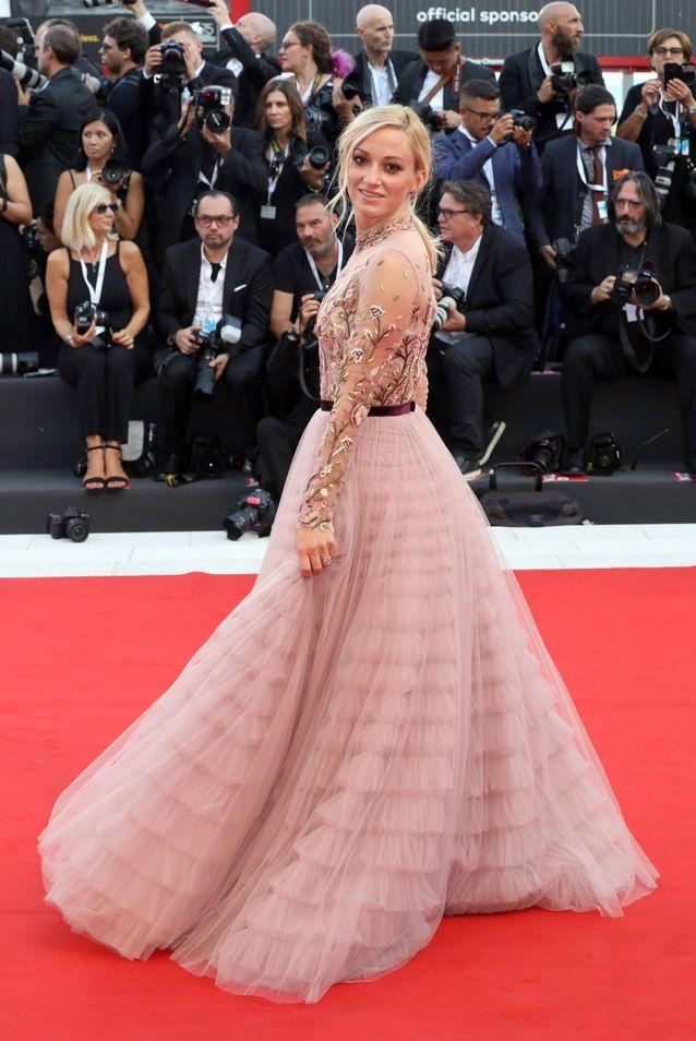 Olivia Hamilton sur le tapis rouge de la Mostra de Venise