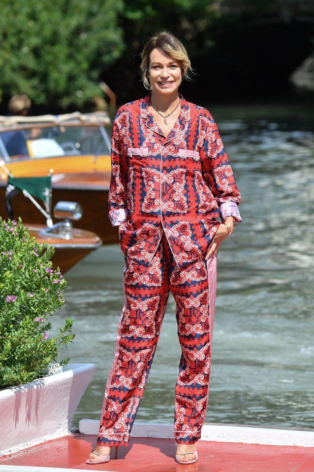 Stefania Rocca arrive à la Mostra de Venise