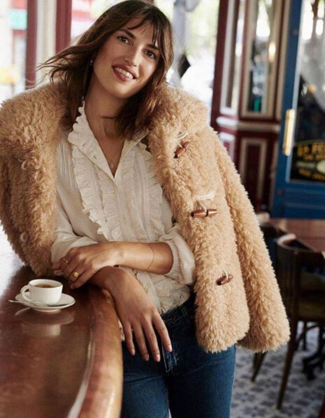 Jeanne Damas en veste imitation « shearling »