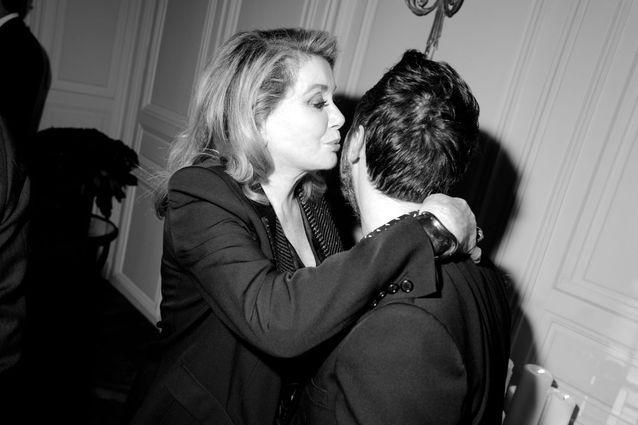 Quelles stars étaient présentes au dîner Saint Laurent en l'honneur de Catherine Deneuve ?