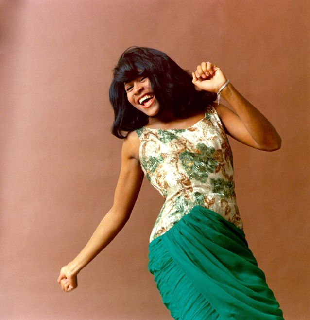Tina Turner en robe fleurie