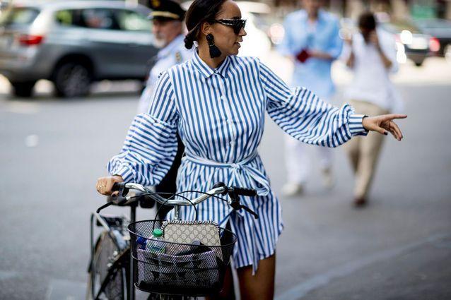 Combishort nouée à bicyclette à Milan