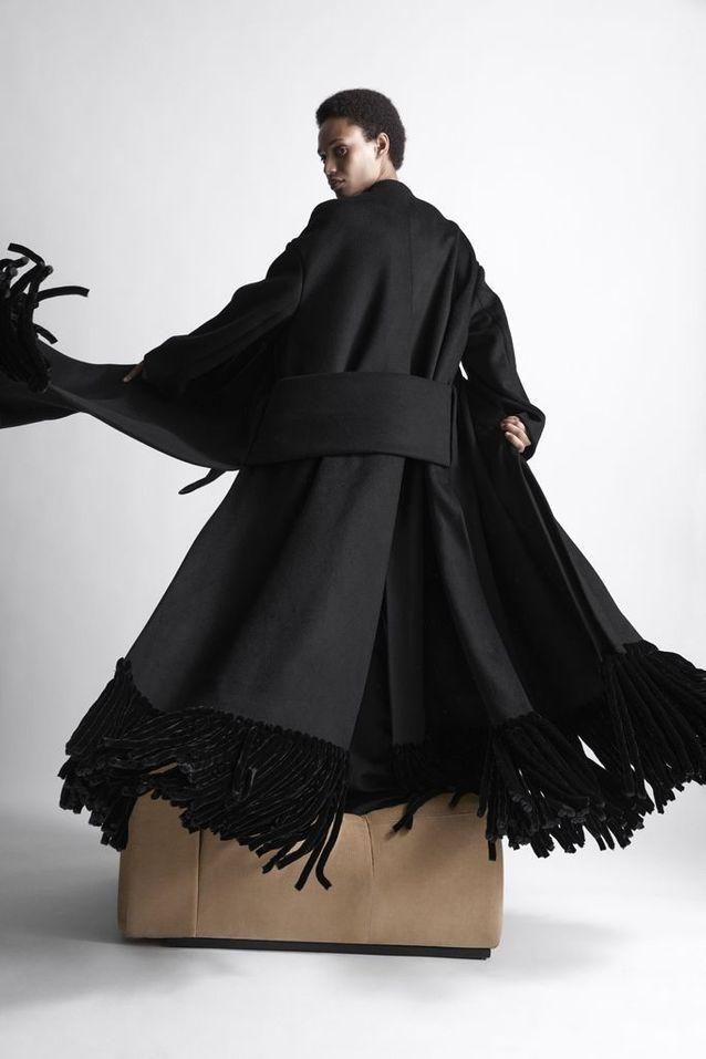 Le manteau noir