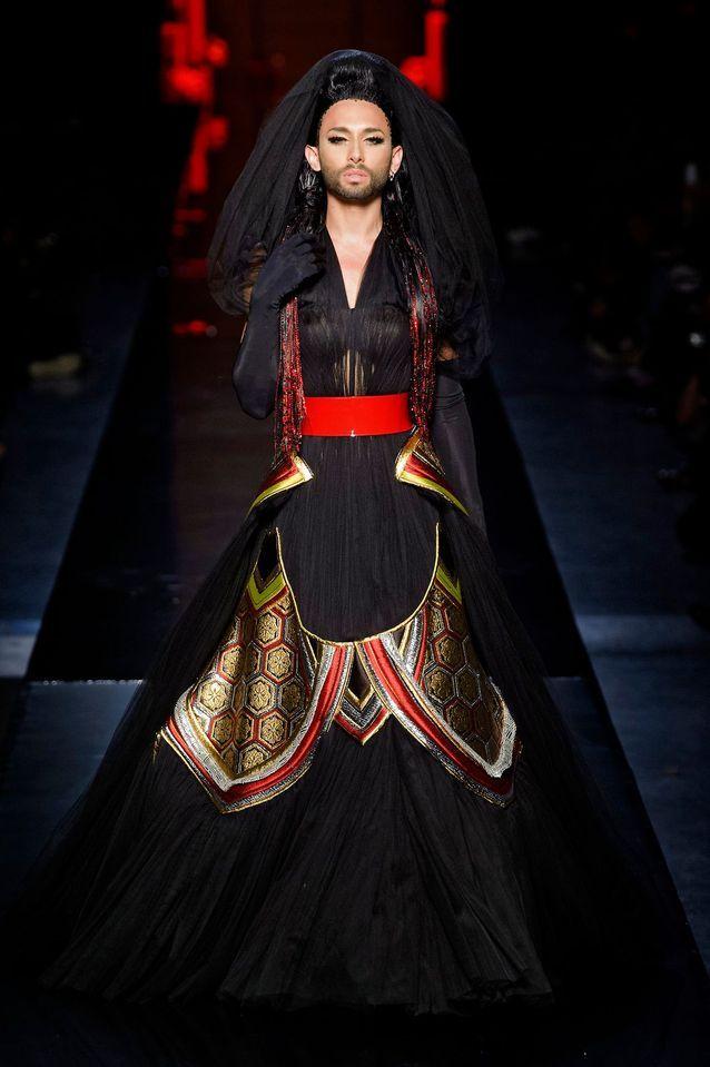 Conchita Wurst en robe de mariée Gaultier