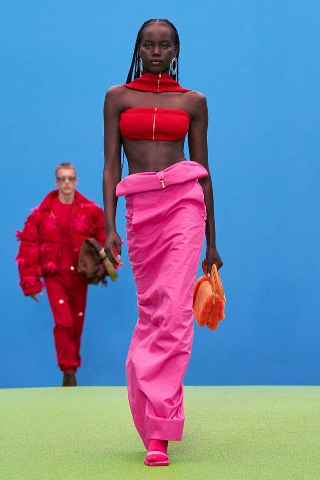 Ensemble rose et rouge Jacquemus