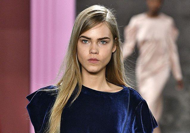 Ce mannequin était partout à la Fashion Week et c'est le sosie de Cara Delevingne