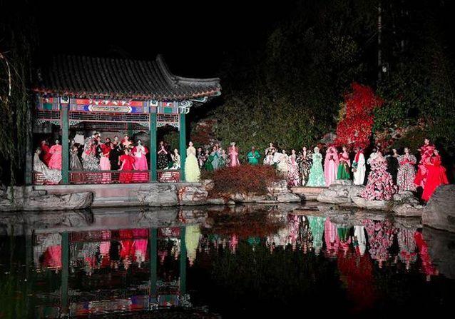 Ce qu'il faut retenir du défilé Valentino haute couture à Pékin