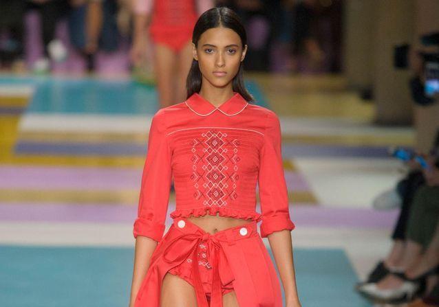 Fashion Week printemps-été 2017 : les meilleurs looks aperçus sur les podiums de Paris