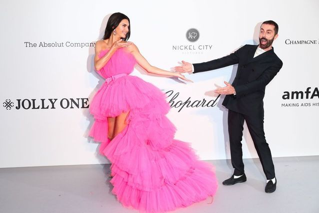 Kendall Jenner avec le créateur Giambattista Valli