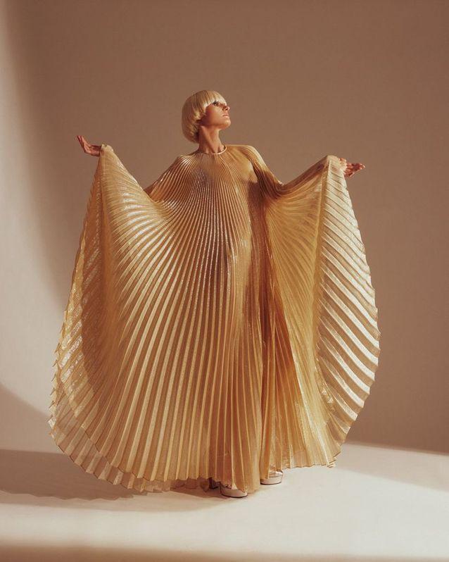 Robe plissée Liza par Halston x Netflix