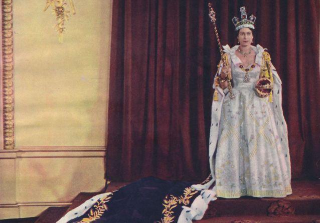 Histoire d'une tenue : la robe portée par Elizabeth II lors de son couronnement