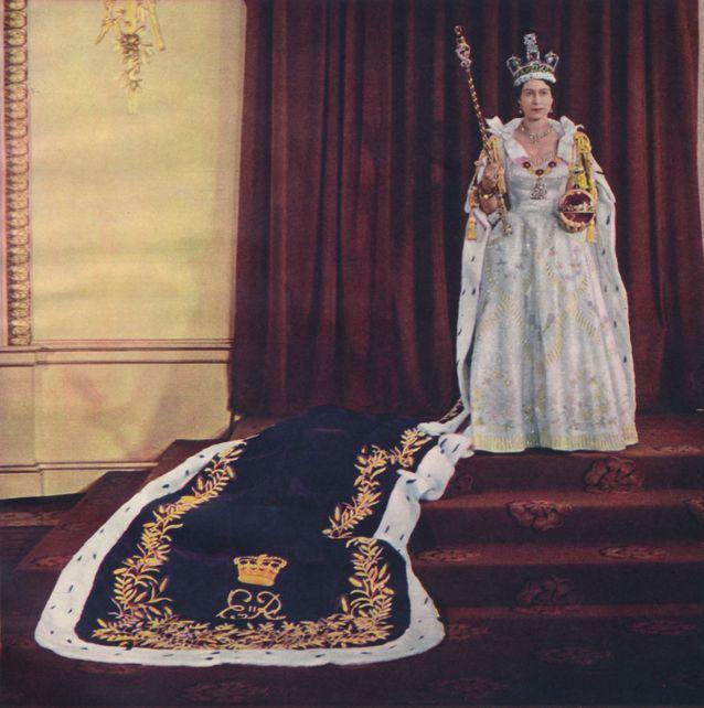 La tenue de la reine Elizabeth II lors de son couronnement