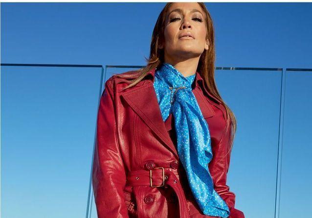 L'instant Mode : Jennifer Lopez en parisienne chic pour Coach