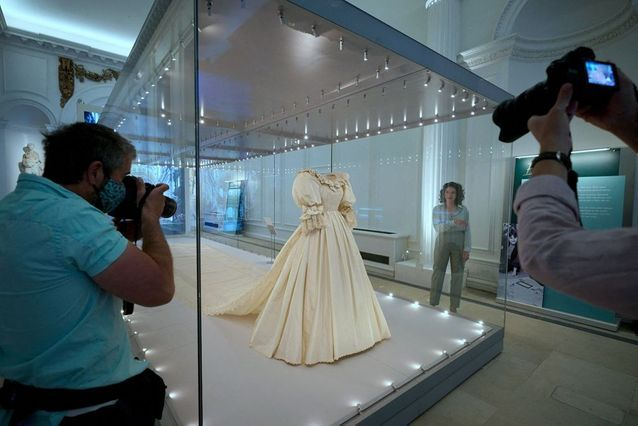Lady Di's wedding dress has over 10,000 pearls and sequins