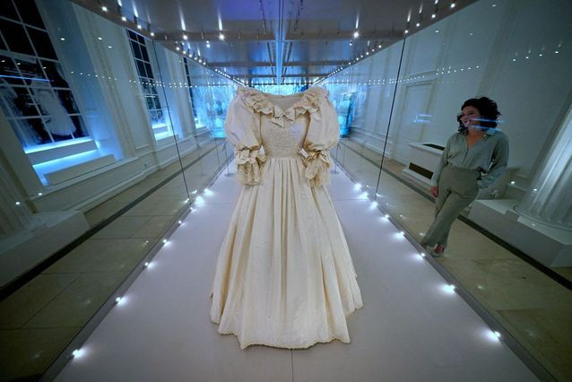 Lady Di's wedding dress on display for the first time in twenty-five years