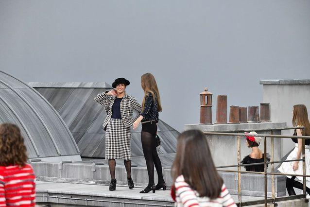 Gigi Hadid sauve le défilé Chanel printemps été 2020