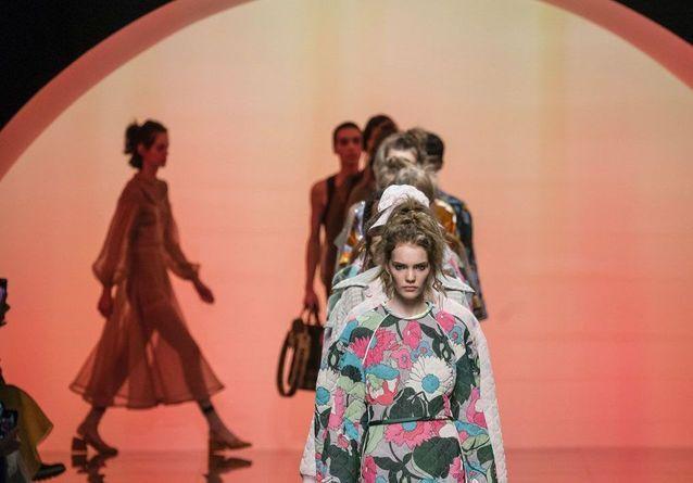 Les 5 images à retenir du premier défilé Fendi prêt-à-porter sans Karl Lagerfeld