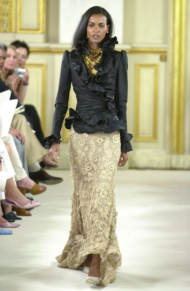Liya Kebede lors du défilé Haute Couture Automne-Hiver 2001