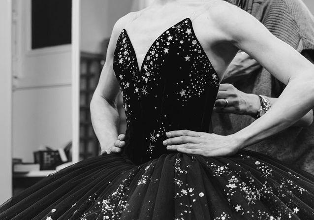 Les secrets de fabrication des costumes Chanel pour le gala du Ballet de l'Opéra de Paris