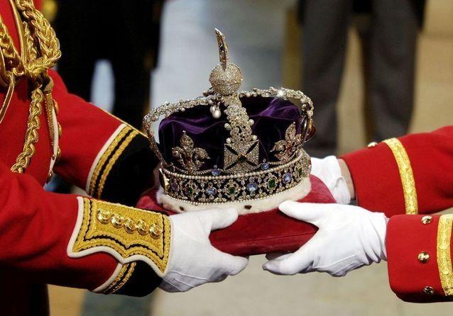 Pourquoi la famille royale britannique a caché les joyaux de la Couronne dans une boîte à biscuits
