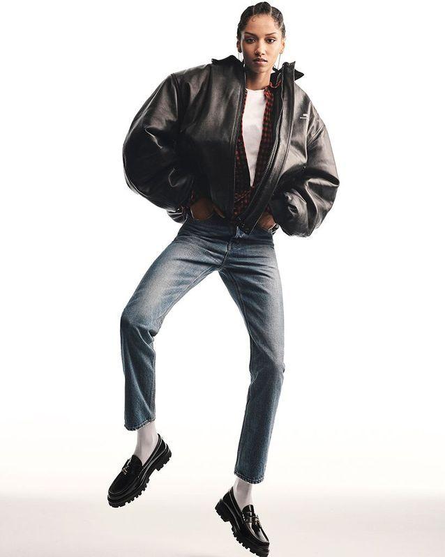 Blouson, Balenciaga. Chemise, Dsquared2. T-shirt, Levi's Red Tab. Jean et mocassins, Celine par Hedi Slimane.