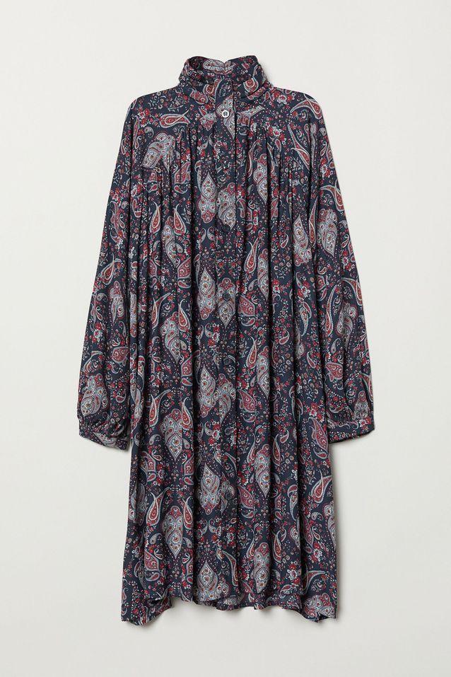 Une jolie robe à motif baroque