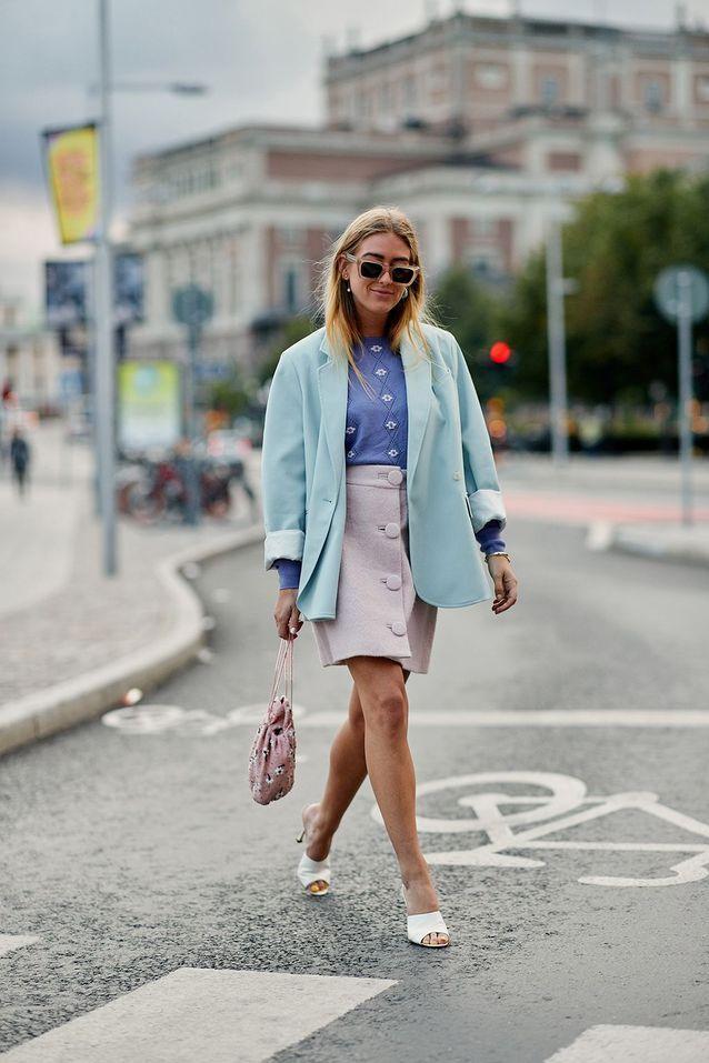 Un blazer XXL avec une jupe