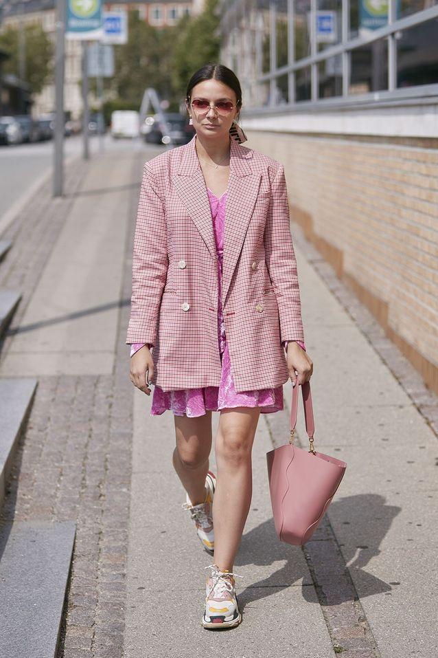Un blazer XXL avec une robe courte