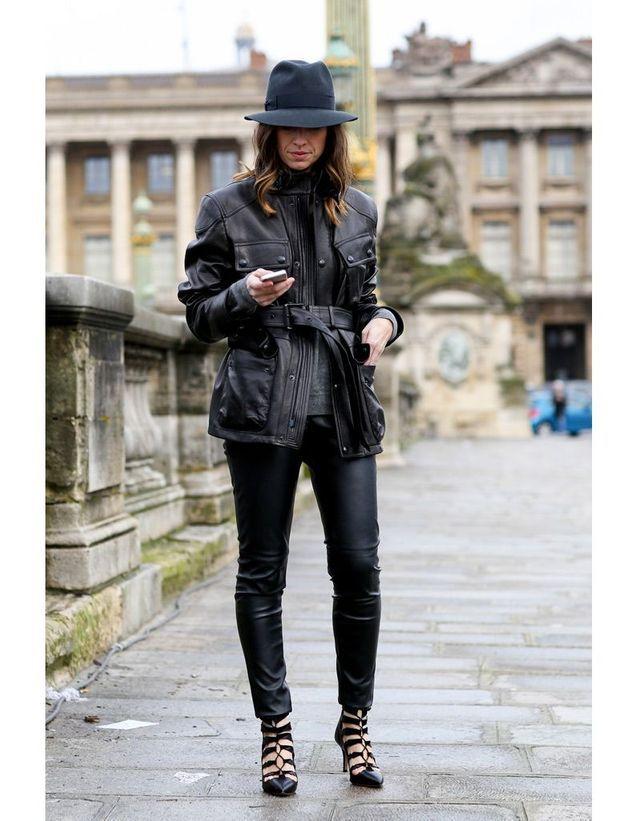 1514092bd481 Façon écolière - 15 façons de porter la veste en cuir - Elle