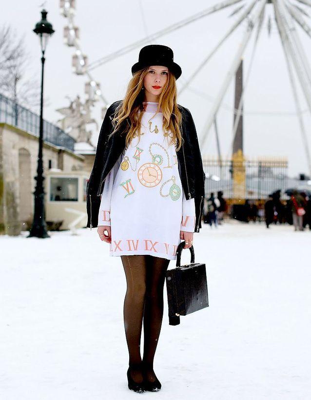6e44b8499e594 Street style : comment être chic sous la neige ? Robe pull - Street ...