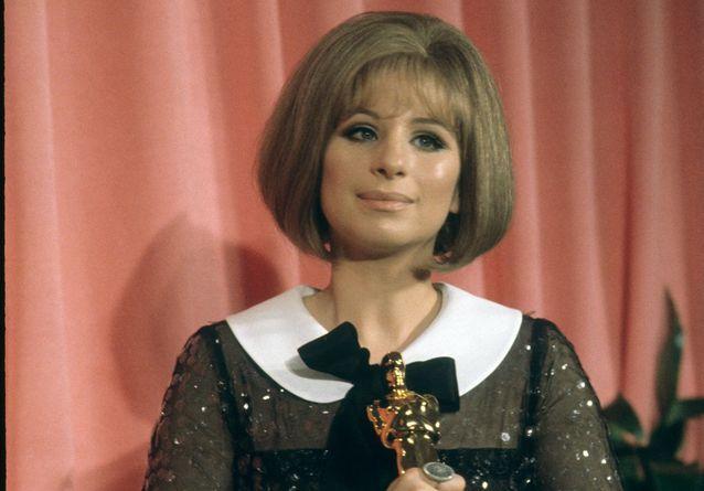 Histoire d'une tenue : la robe transparente de Barbra Streisand pour son premier Oscar