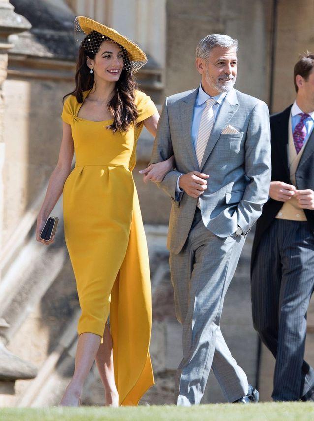 Amal Clooney en robe jaune tournesol