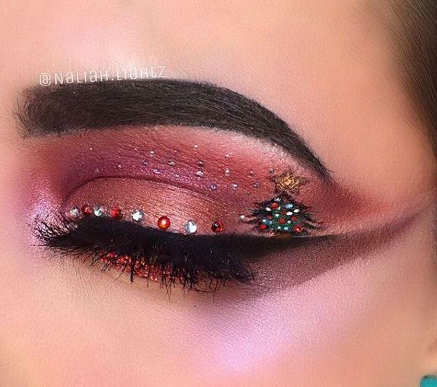 Maquillage des yeux avec sapin de Noël