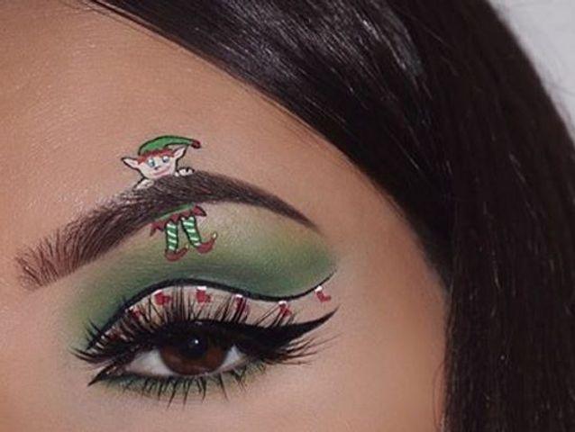 Maquillage des yeux avec un lutin de Noël