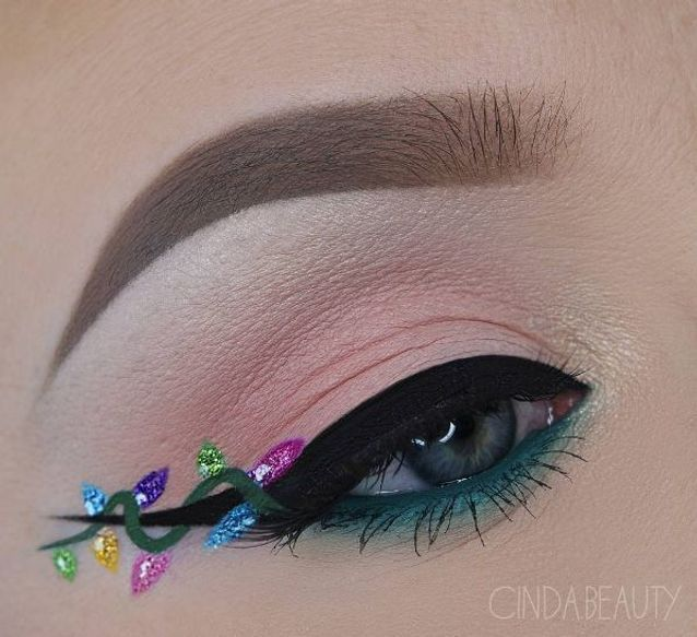 Maquillage des yeux façon guirlande de Noël , 10 idées