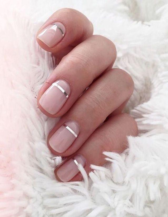 Manucure de Noël sur ongles courts , Nail art Noël  40