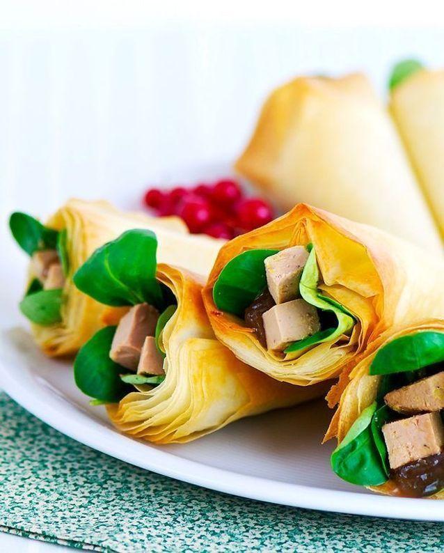 Cornets croustillants au foie gras et sa compoté de rhubarbe