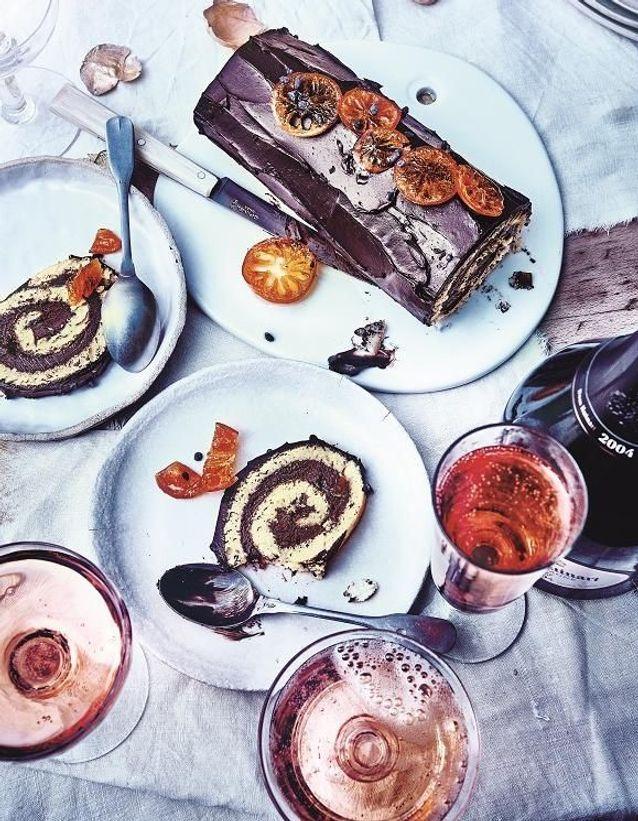Bûche roulée au chocolat et fève tonka