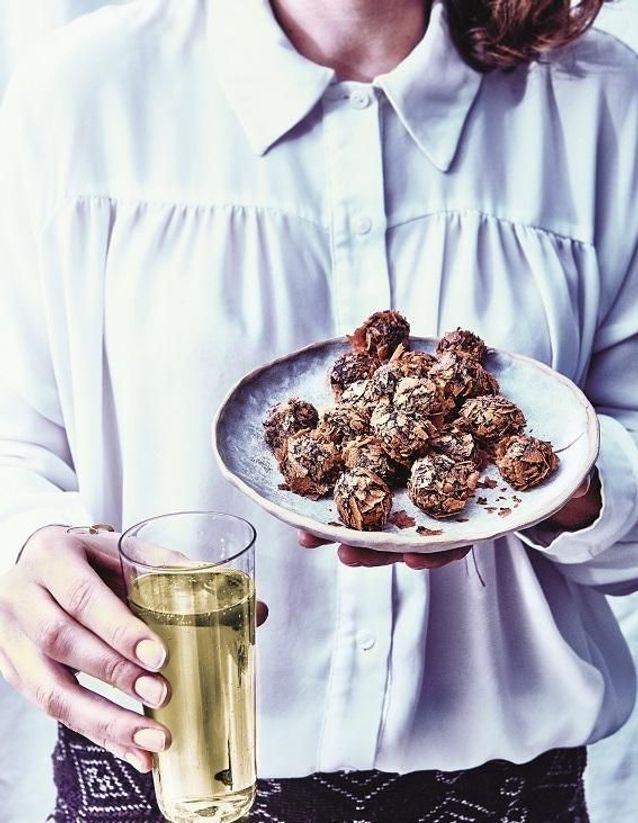 Truffes croustillantes chocolat noir et crêpes dentelle