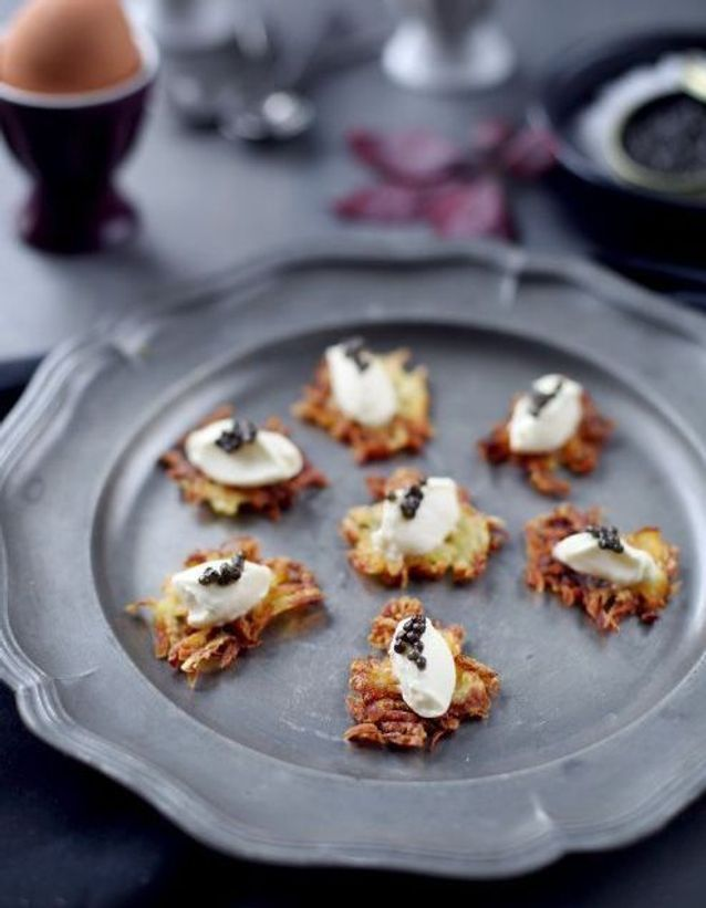 Repas de Noël sans gluten : Toasts de rösti de pommes de terre, crème fraîche et caviar