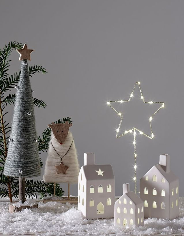 Noel On Decore La Maison Avec Un Village Enneige Nos