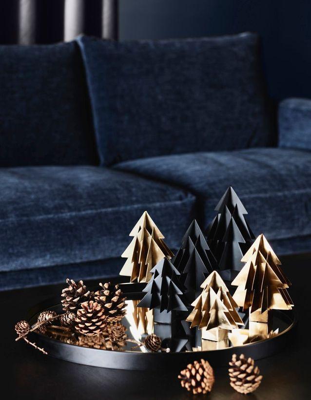 Noel On Decore La Maison Avec Une Foret De Sapins Dans Un