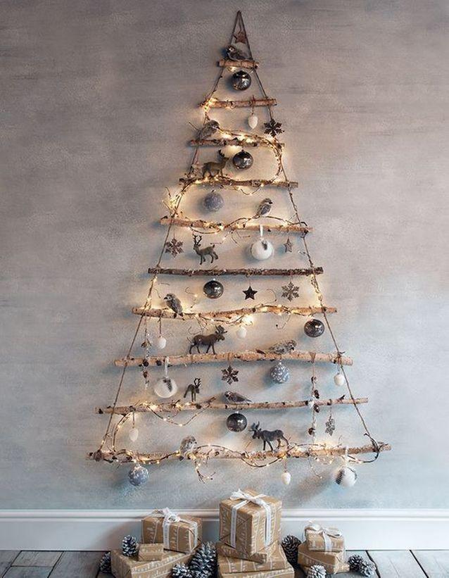 Un Sapin De Noël En Bois Avec Des Branches