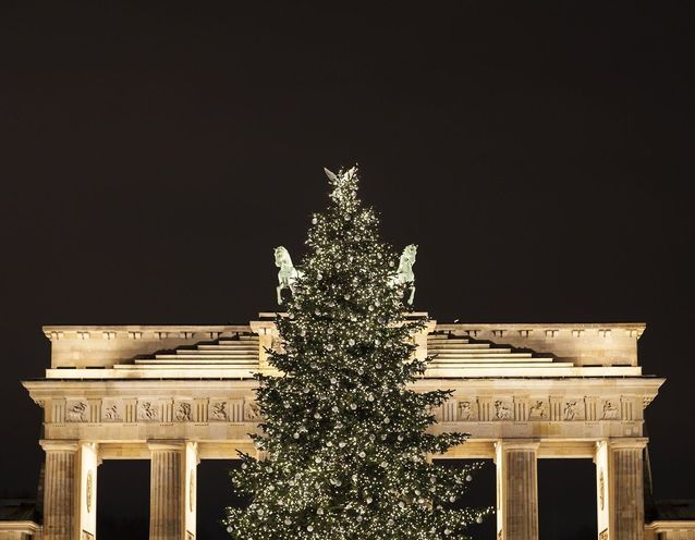 Le sapin de Noël de la porte de Brandebourg à Berlin