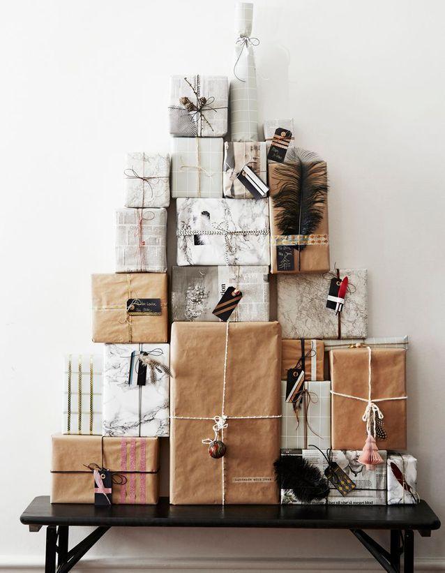 Sapin de Noël composé de cadeaux