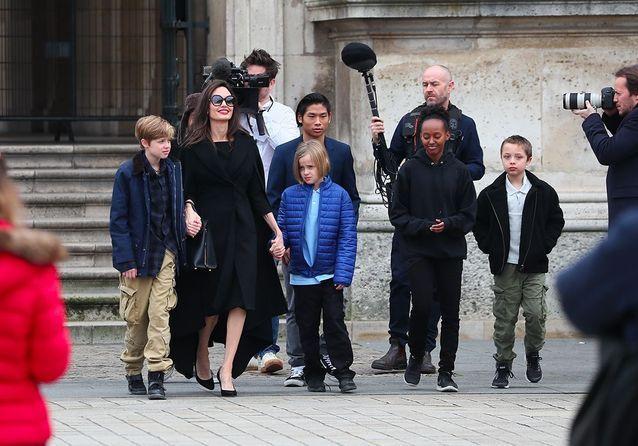 Arrivée sur l'esplanade du Louvre