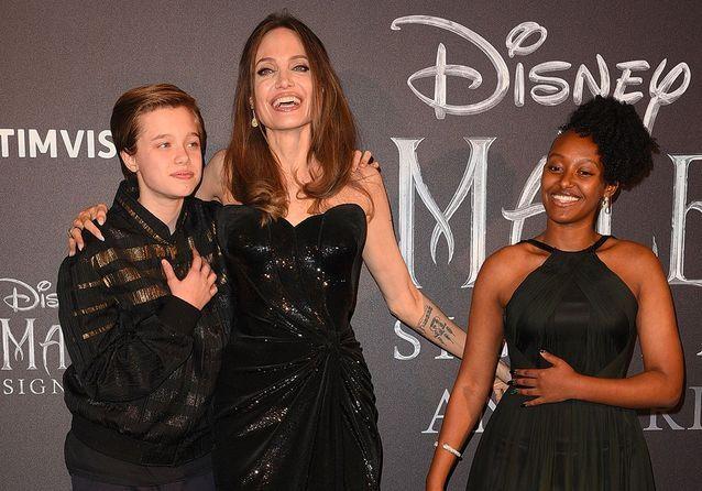Angelina Jolie pose avec ses filles, de véritables petites stars