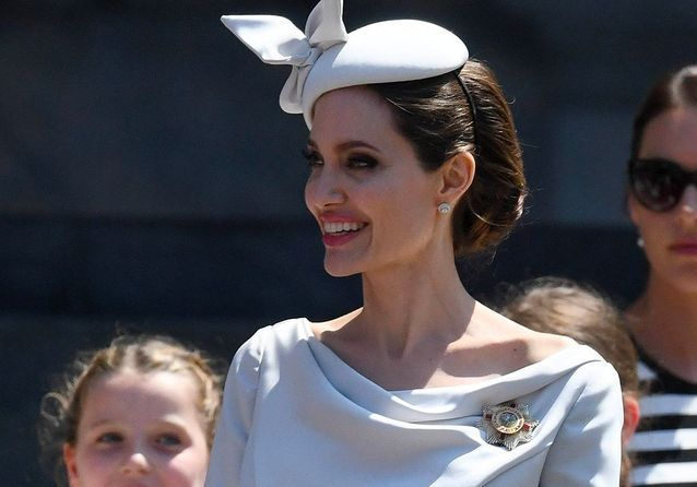 Angelina Jolie rêve-t-elle secrètement d'intégrer la famille royale ?