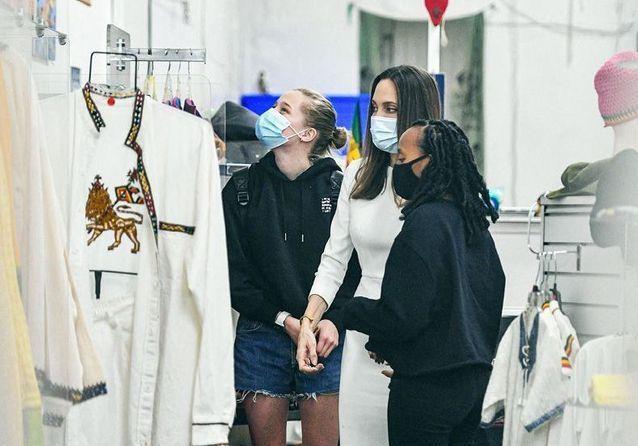 Angelina Jolie : sortie remarquée avec ses filles Shiloh et Zahara