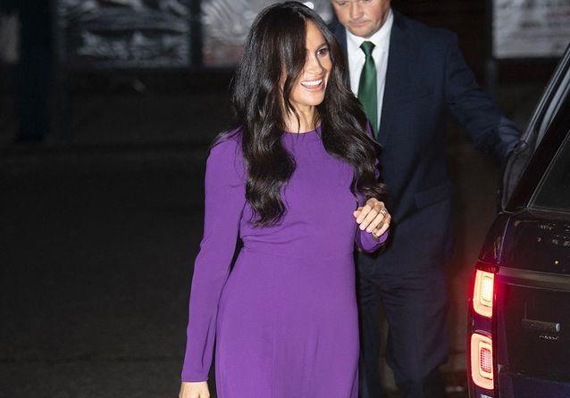 Après le scandale, Meghan Markle retrouve le sourire lors d'une soirée